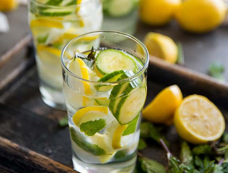 Лимонна вода з огірком