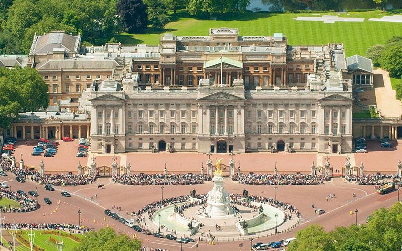 Букінгемський палац - резиденція королеви Англії