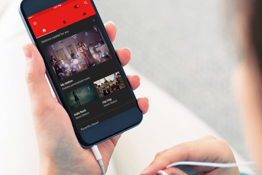 YouTube-контент на смартфоні