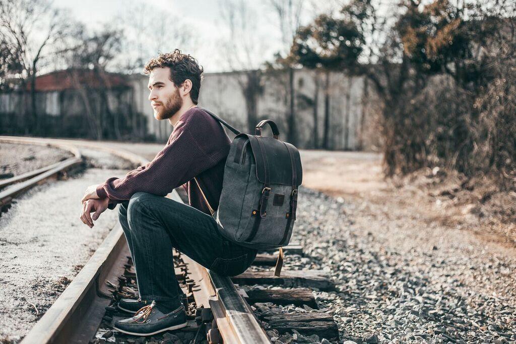 Чоловік з рюкзаком