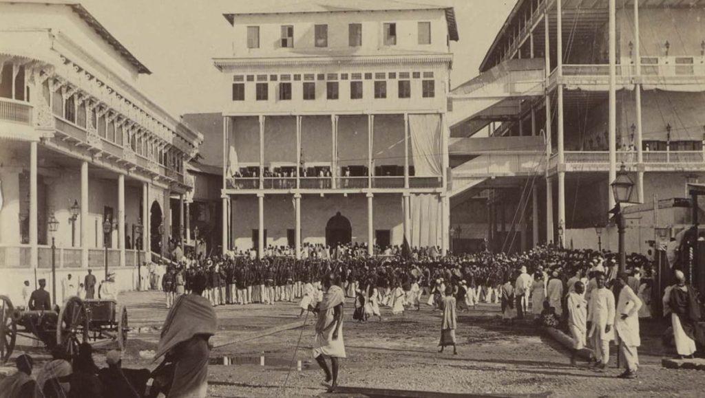 Військові Занзібару біля палацу султана