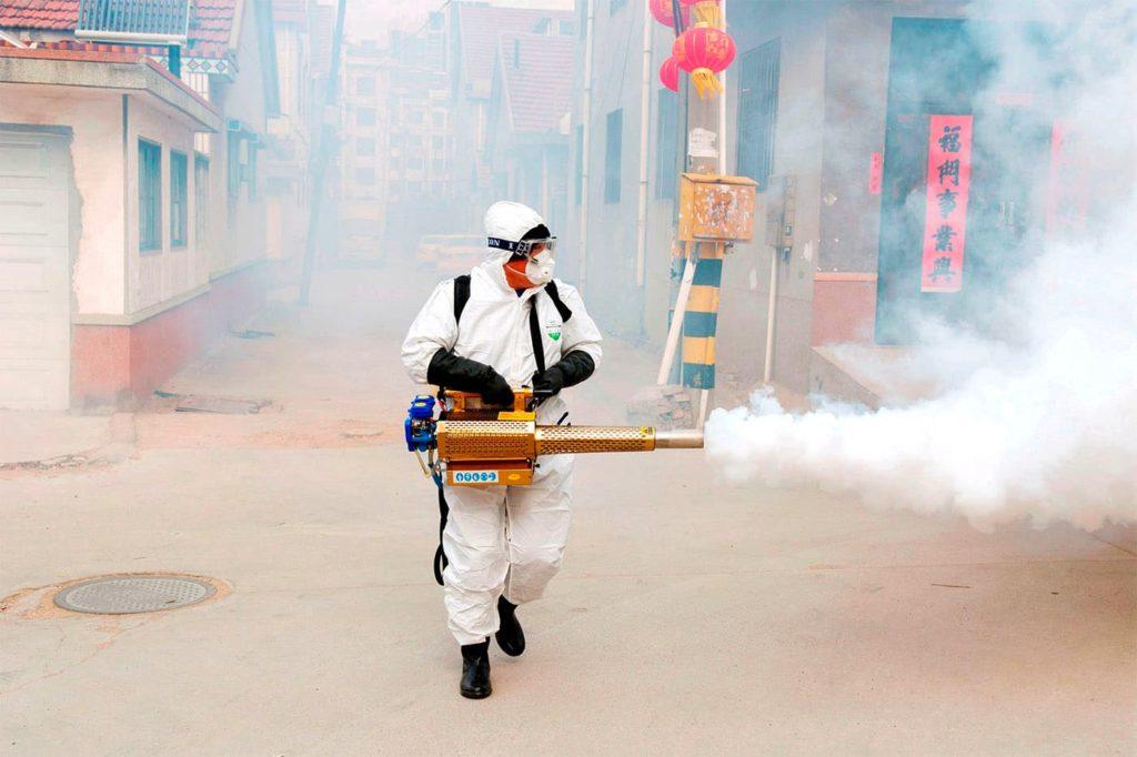 Дезинфекція вулиць в Китаї через коронавірус