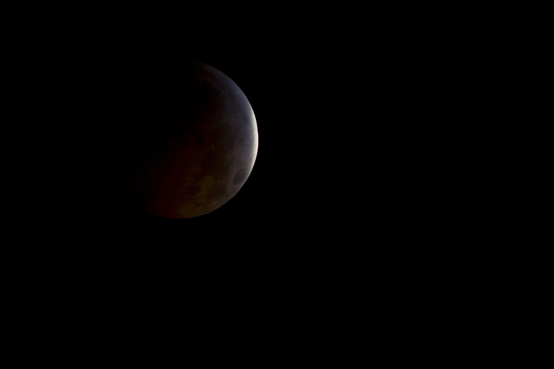 Як виглядає місячне затемнення