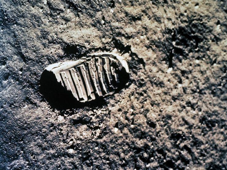 Сліди американських астронавтів на поверхні Місяця