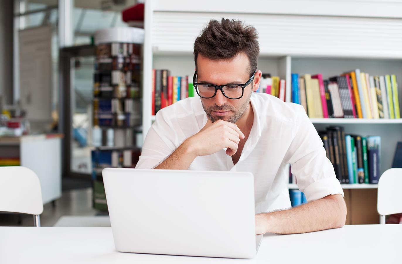 Блогер-автор за роботою
