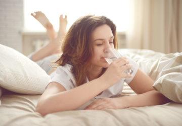 Чим корисно пити воду зранку