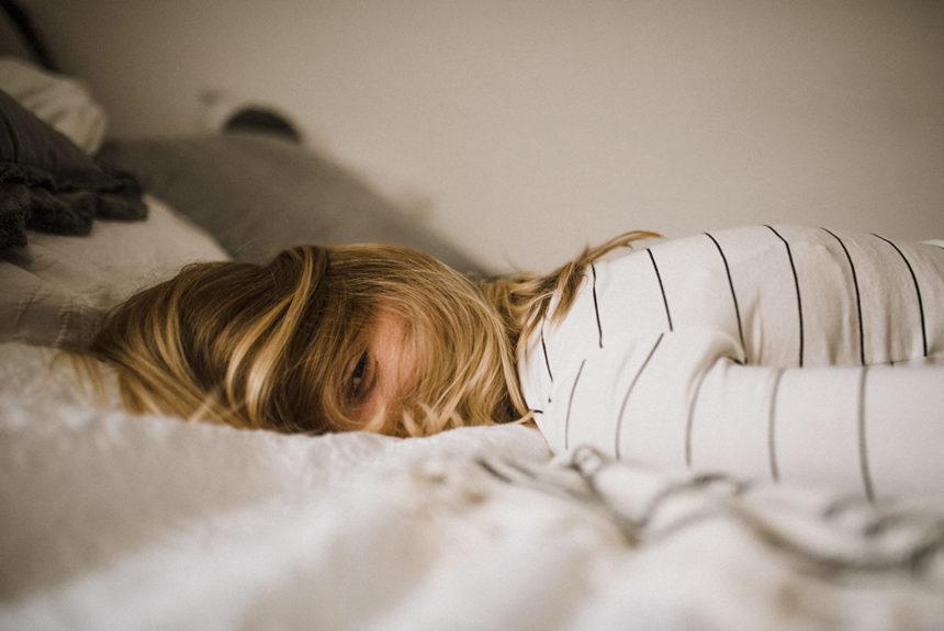 Життєві труднощі які можуть загнати в депресію