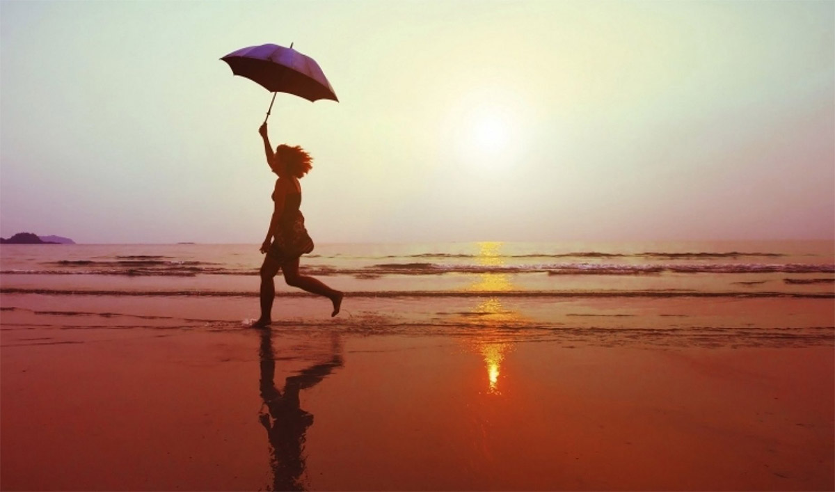 Прогулянка на березі моря