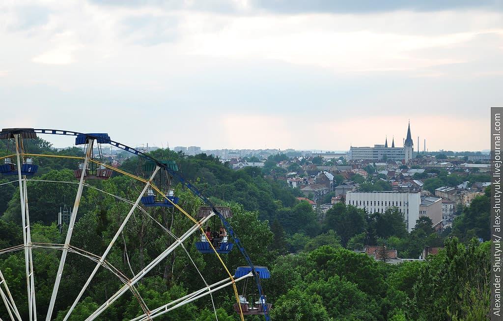 Колесо огляду у парку культури у Львові
