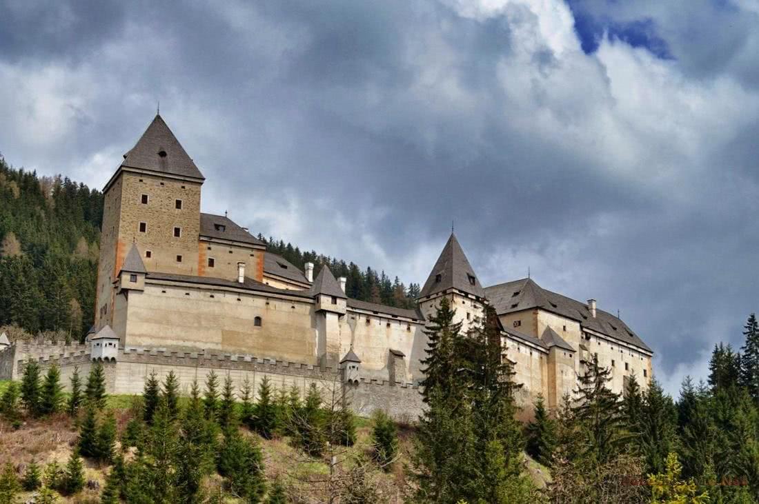 Замок з привидами