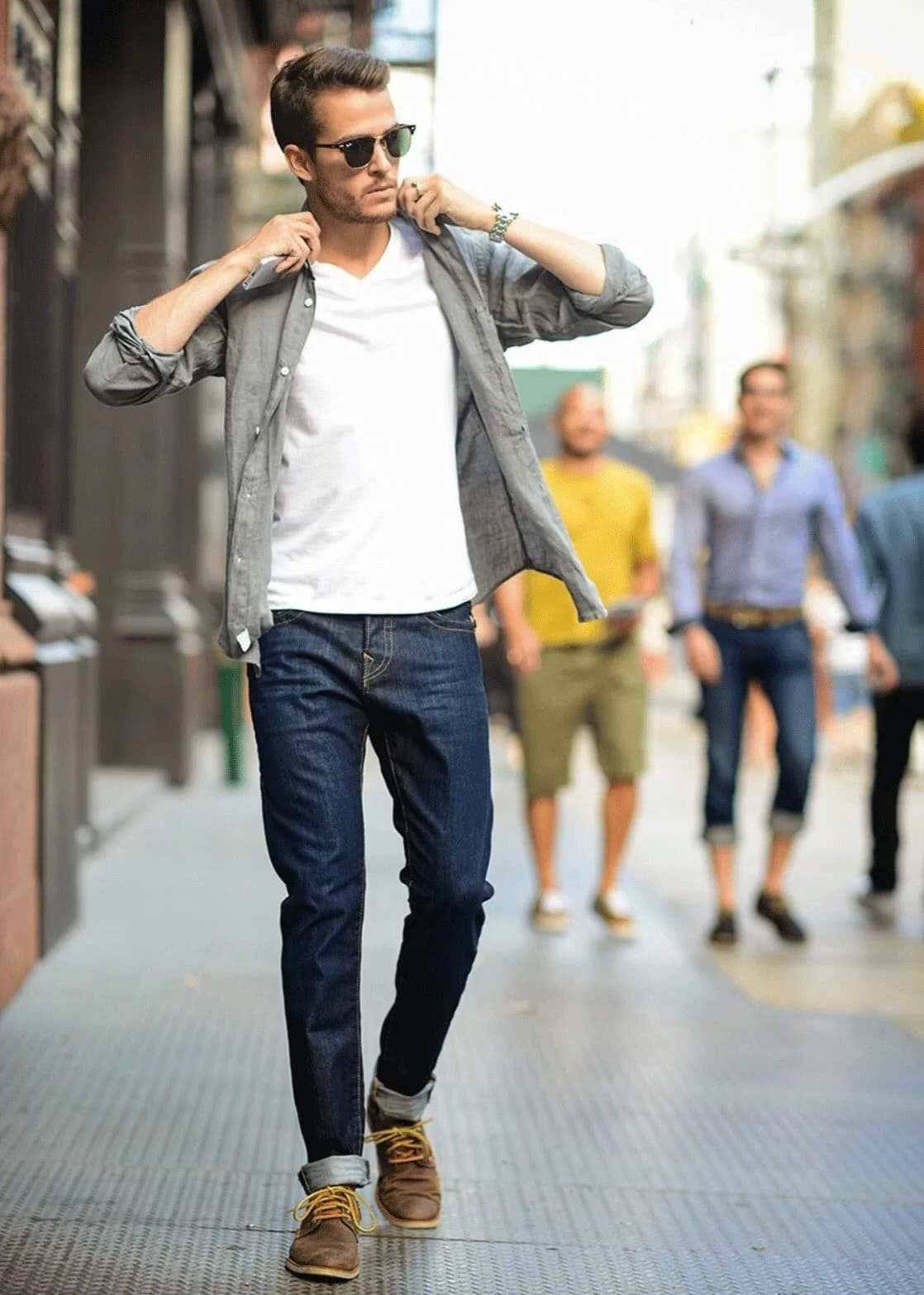 Біла футболка і джинси - чоловічий стиль