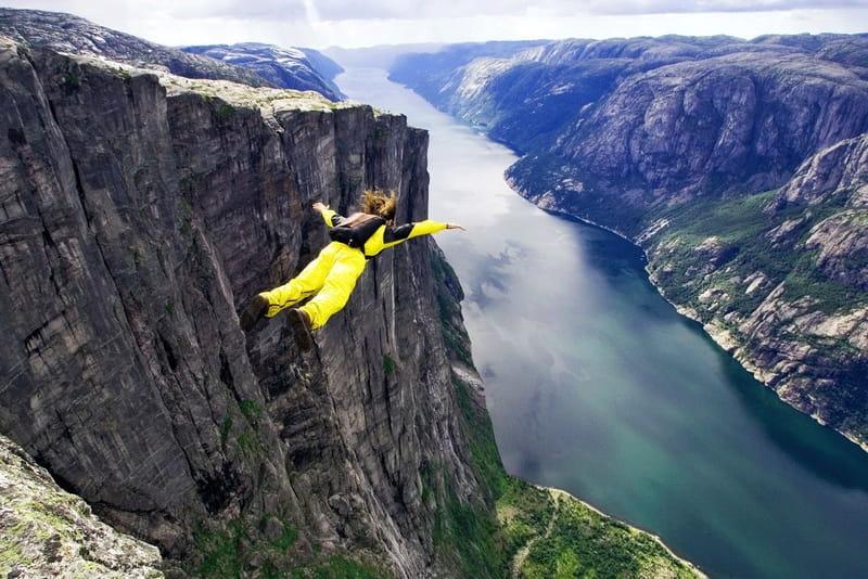 Бейсджампінг - стрибок зі скелі