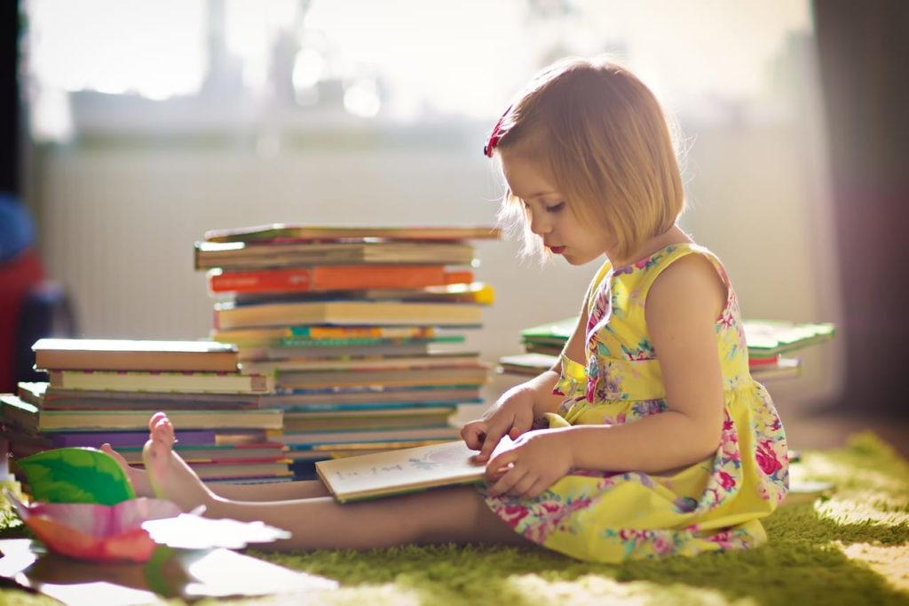 Як допомогти дитині полюбити читати