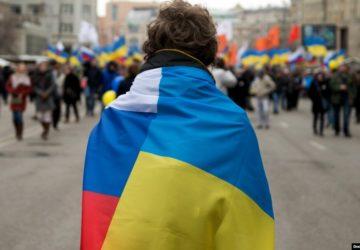 Вибір між російським і українським